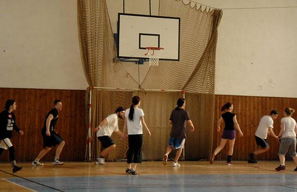 Každou neděli se k nám můžete přidat a zahrát si rekreační basketbal